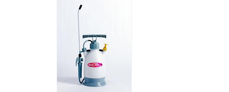 シロアリ駆除に便利な蓄圧式噴霧器